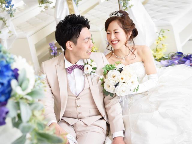 結婚式場での記念撮影
